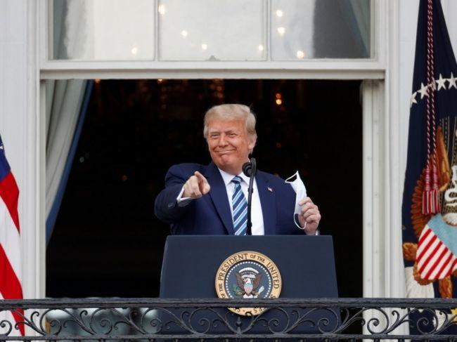 特朗普出院后首度出席公开活动 除口罩向支持者讲话