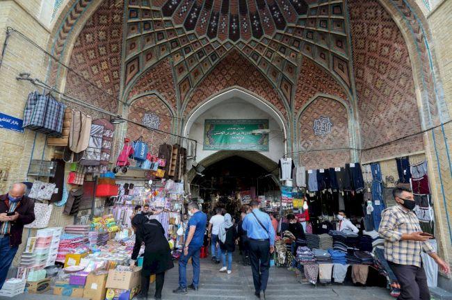 法国创单日染疫新高 伊朗首都强制戴口罩