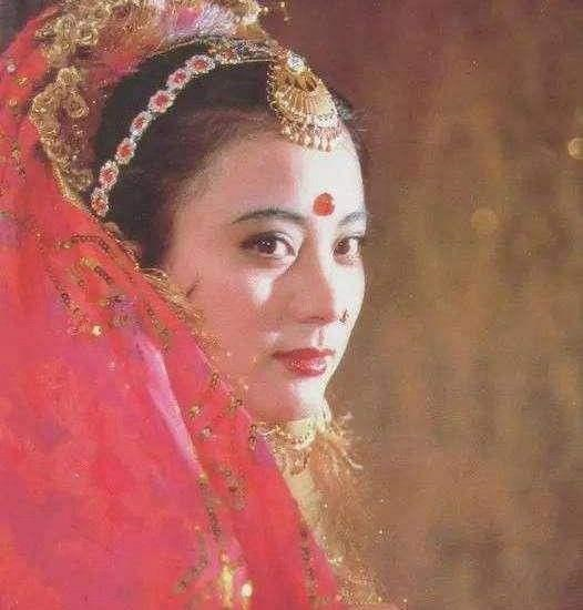 57岁李玲玉近况曝光,现身婚庆卖力演出,递话筒无人理遭哄笑