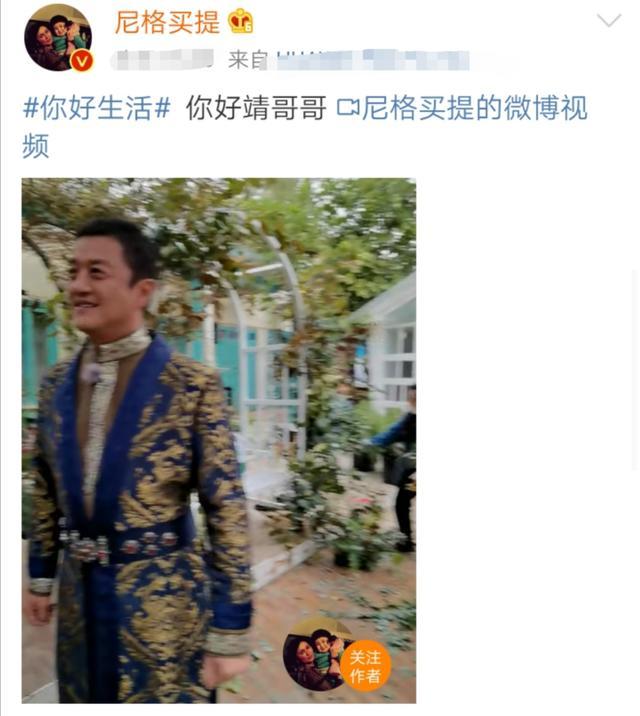 李亚鹏复出上节目,穿着打扮似贵族,撒贝宁自嘲只配给他牵马